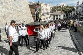 Varias versiones en la ciudad de Ibiza para un mismo Domingo de Ramos