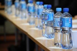Botellas de agua a 1 euro en todos los aeropuertos