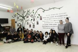 Presentación del proyecto 'el árbol de los derechos' en el centro de día de Vila