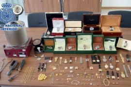 Detenido en Ibiza el propietario de un local de compraventa de oro por un delito de receptación