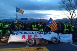 Independentistas cortan la AP-7 en Figueres (Girona) y la N-340 en Alcanar (Tarragona)