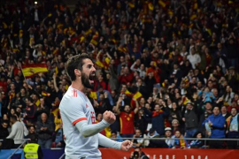 Isco y España se gustan y dan un golpe de autoridad ante una Argentina sin Messi