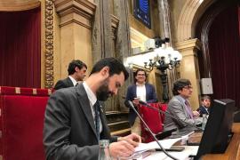 El Parlament reivindica poder investir a Puigdemont y exige la liberación de los presos