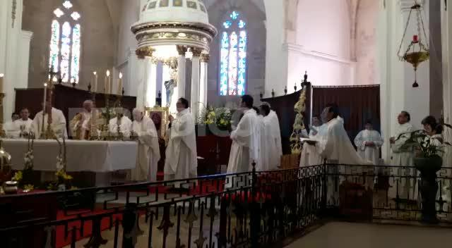 El obispo preside la Misa Crismal en la Catedral
