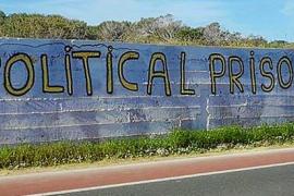 Aparecen grafitis independentistas en Formentera a favor de la república catalana