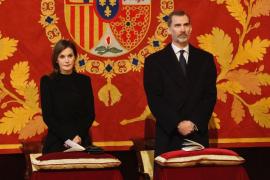 La infanta Cristina vuelve a coincidir con el Rey en la misa en memoria de Don Juan de Borbón