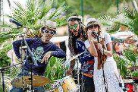 El Hippy Market de Punta Arabí inaugura hoy su 45º temporada como reflejo de la Ibiza más auténtica