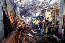 Sobresalto por el incendio de una carpintería en el polígono de Can Bufí de Ibiza