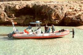 Los GEAS de la Guardia Civil recuperan el cadáver del tripulante del 'Semental III'