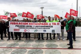 Policías locales secundan la segunda jornada de movilizaciones por la 'Jubilación a los 60 años'