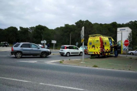 Herido un ciclista que fue arrollado por un coche en el cruce de la carretera de Santa Gertrudis