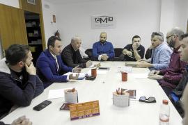 Los trabajadores de ambulancias denuncian que la empresa saliente les debe 4.000 euros a cada uno