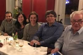 Puigdemont se ve con diputados de ERC en Berlín