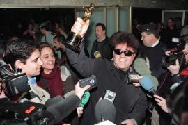 """Pedro Almodóvar, ganador del Oscar a la mejor película de habla no inglesa por """"Todo sobre mi madre"""""""