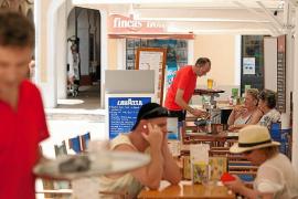 Los trabajadores con un salario inferior a mil euros aumentan en 31.176 en diez años