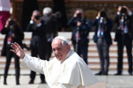 """El Papa busca santos """"de clase media"""", sin """"supuestos éxtasis"""" y cercanos a los pobres y a los que sufren"""
