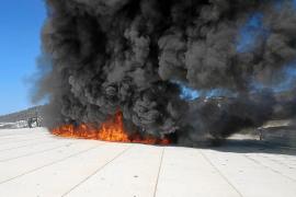 Una quema descontrolada provoca un gran sobresalto y obliga a evacuar el Lidl de Sant Antoni