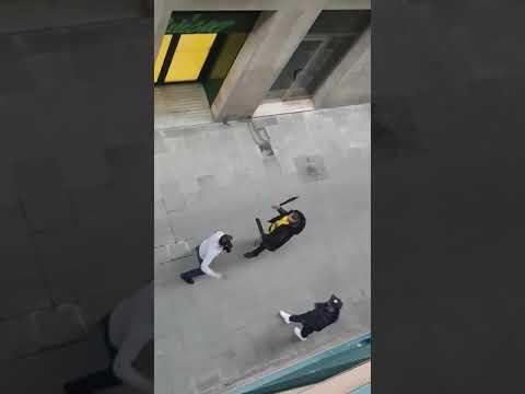 Pelea a machete a plena luz del día en el Raval de Barcelona