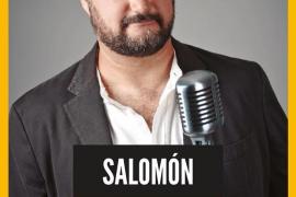 El humorista Salomón llena de risas el Templo del Humo