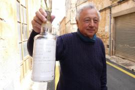Un vecino de Campos encuentra una botella lanzada desde el 'Krusenshtern' con 100 euros de premio