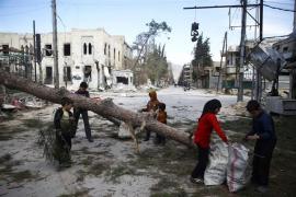 El régimen sirio completa la toma de Ghuta Oriental con el izado de bandera en Duma