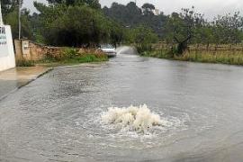 Caminos inundados y actividades suspendidas por las precipitaciones caídas ayer