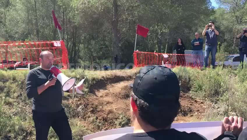 Unos 170 cazadores protestan en Sant Josep para exigir respeto y que no se les ataque