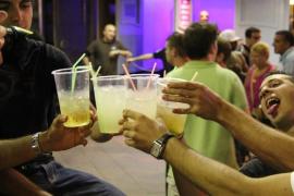 El informe de la futura Ley contra el consumo de alcohol establece que se sancione a los padres de los menores que beban