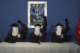 ETA podría anunciar su disolución el primer fin de semana de mayo tras un acto similar al de Aiete