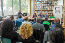 Meritxell Rius y Jordi Ferrer recogen sus Premis de Narrativa Ciutat d'Eivissa 2017