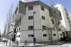«Vila solo nos informa de las decisiones del albergue cuando ya están tomadas»
