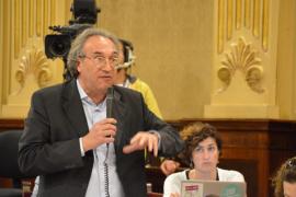 Martí March en la sesión del pleno del Parlament balear.