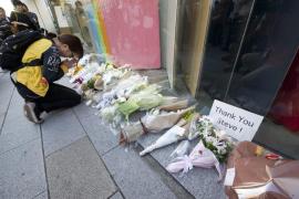 Flores y recuerdos para Steve Jobs