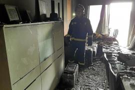 Sobresalto en Sant Antoni por un incendio en un apartamento que obligó a desalojar el edificio