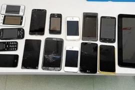 Cazado cuando se disponía a salir de la isla con 26 móviles robados