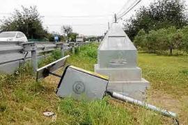 Destrozan de madrugada el radar instalado en la carretera de Sant Carles hace una semana