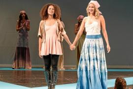 Santa Eulària reúne a la moda ibicenca en un desfile solidario contra el cáncer