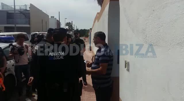 El dueño del chalé patera de Sant Antoni se niega al precinto de la vivienda sin orden judicial