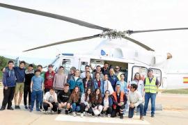 Vuelo en helicóptero para los alumnos de Sa Blanca Dona premiados en el maratón de seguridad