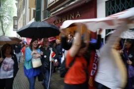 Una tromba de agua obliga a suspender la manifestación del Día del Trabajador en Palma