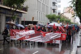 La lluvia no puede con la celebración del 1 de mayo