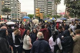 Centenares de personas apoyan a los docentes denunciados de Sant Andreu de la Barca