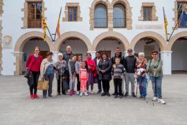 Unas quince personas procesionaron ayer hasta la Creu d'en Ribes