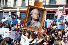 Miles de franceses protestan en las calles contra Macron en el primer aniversario de su mandato