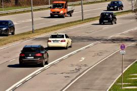 Pena de cárcel por conducir con inhibidor y hacer peinetas a los radares