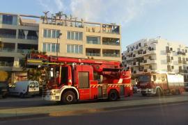 Un incendio en un ático de la avenida Joan Carles I obliga a actuar a los bomberos