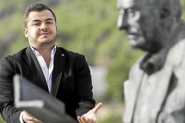 El Consell d'Eivissa veta a un tenor por sus tuits críticos con la concejala Aída Alcaraz