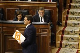 El CIS mantiene al PP en cabeza en abril pero con Ciudadanos a menos de dos puntos y adelantando al PSOE
