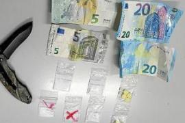 La Policía Local de Sant Antoni detiene a un hombre cazado en plena venta de drogas