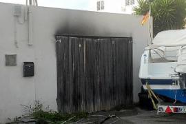 Un incendio arrasa varias motos y coches radiocontrol en sa Carroca